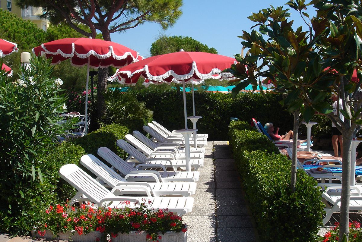The sun loungers on the terrace facing the sea