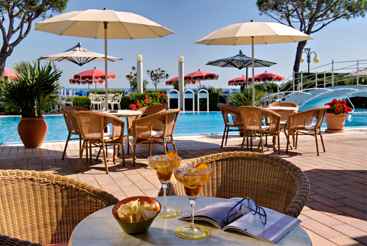 The pool bar of the ruhl beach hotel in JESOLO.