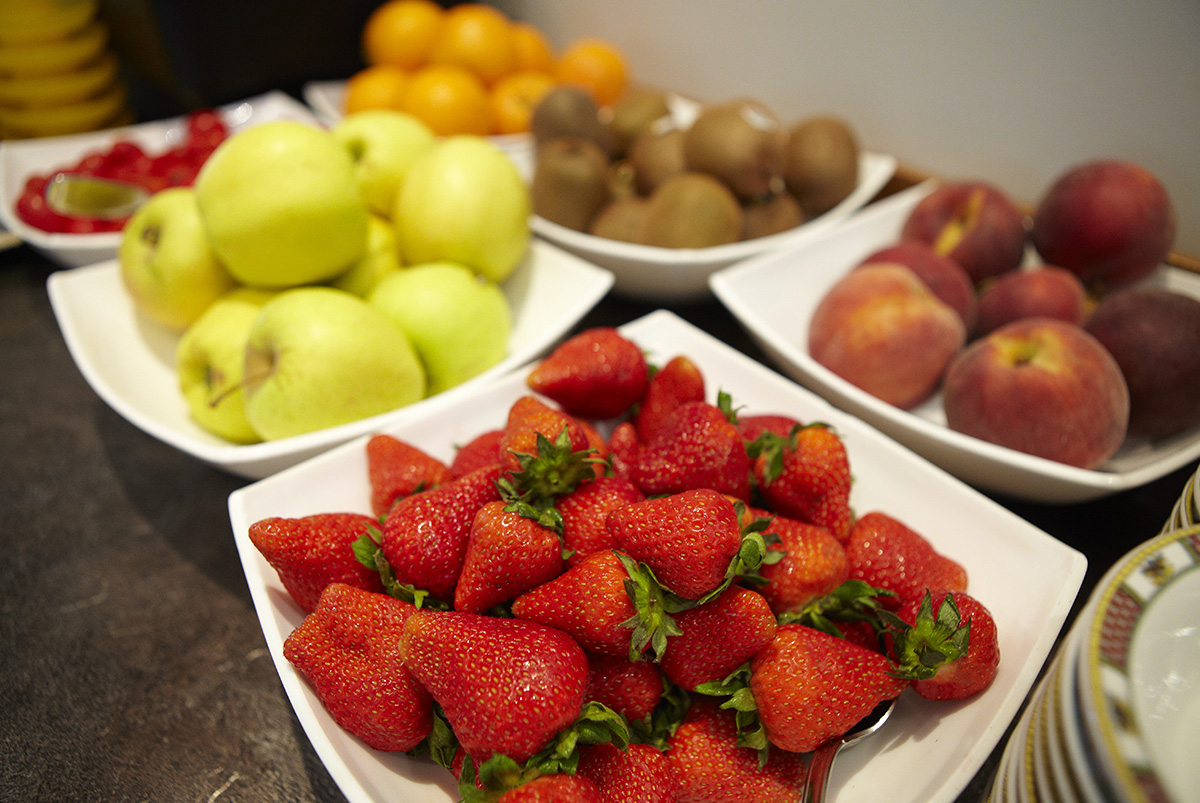 Fresh fruit for breakfast to start the day full of vitamins. RUHL beach Hotel in Jesolo