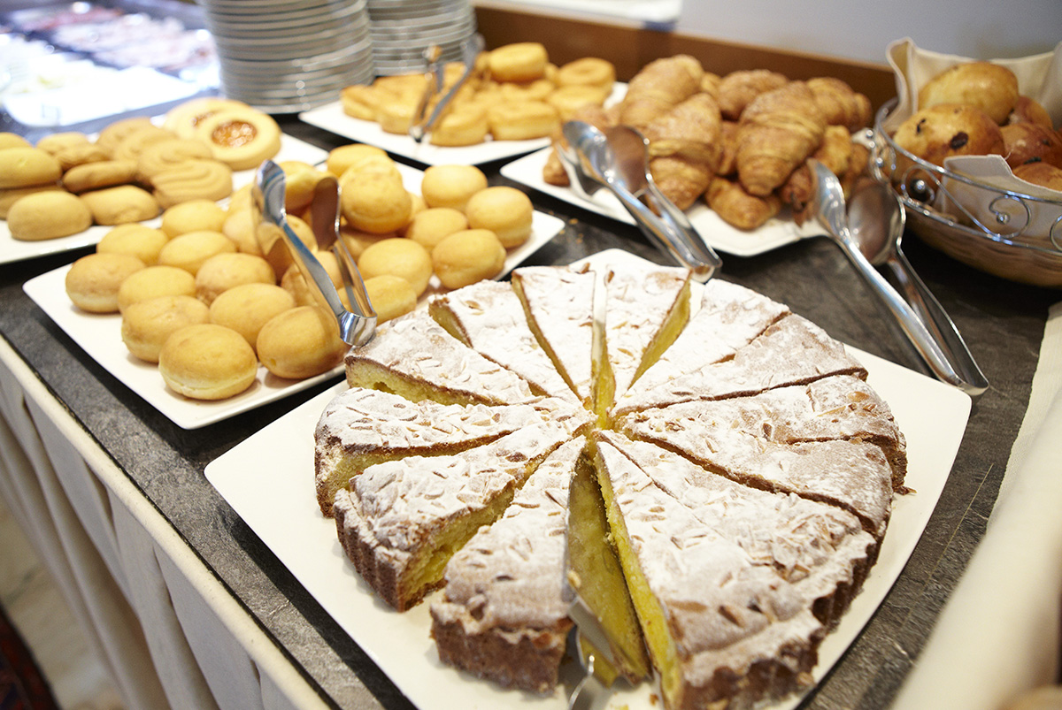 Cakes for breakfast, freshly baked a wide choice for all tastes. The breakfast is buffet style. RUHL Beach Hotel Jesolo
